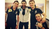 Gonzalo Higuaín mit Ángel Di María, Raúl Albiol und Iker Casillas