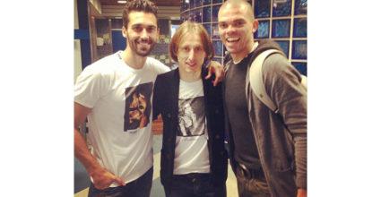 Da freuen sich aber welche über den 4:1-Sieg über den FC Sevilla: Álvaro Arbeloa postete dieses Foto mit Luka Modric und Comeback-Feierer Pepe am 9. Februar auf Instagram und Facebook.