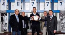 Cristiano Ronaldo ist nun offiziell eine Legende des Vereins Real Madrid! Am 12. Februar begrüßten vier der Top-zehn-Schützen der Klubgeschichte, Francisco Gento, Pirri, Emilio Butragueño and Amancio Amaro Varela den Portugiesen in diesem exklusiven Kreis. Höchst erfreut postete er die entsprechenden Bilder auf Twitter und Facebook.