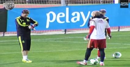 Sergio Ramos und Pepe Reina beim Elfmeterschießen