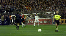 UNSPECIFIED - APRIL 01:  FUSSBALL: CHAMPIONS LEAGUE 97/98 01.04.98, REAL MADRID - BORUSSIA DORTMUND 2:0, Umgekipptes Tor  (Photo by Andreas Rentz/Bongarts/Getty Images)