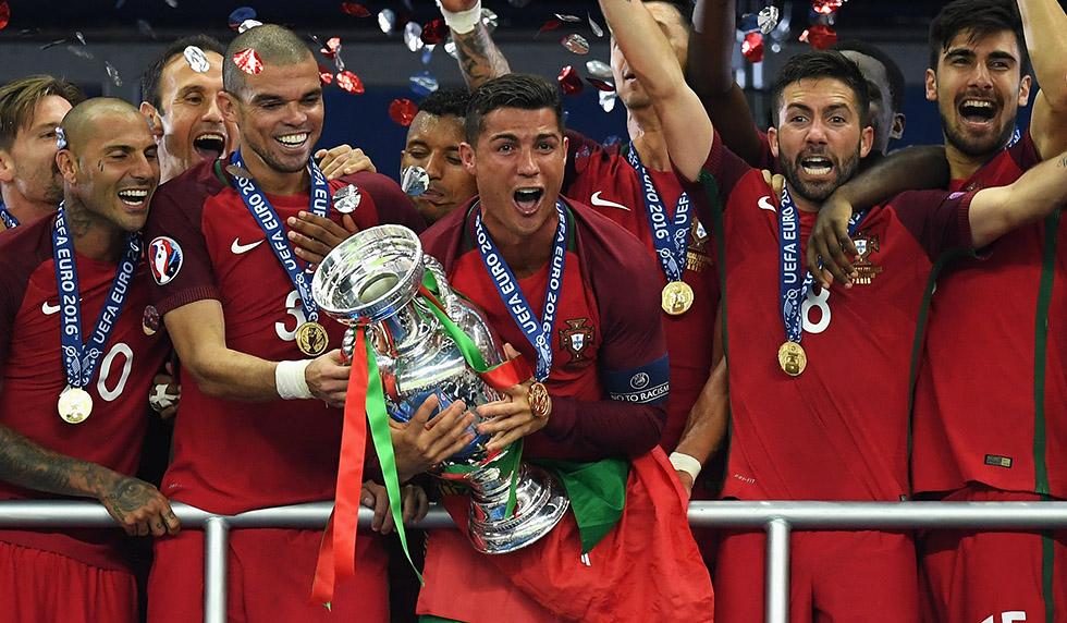 Es Ist Vollbracht Ronaldo Und Pepe Mit Portugal Europameister