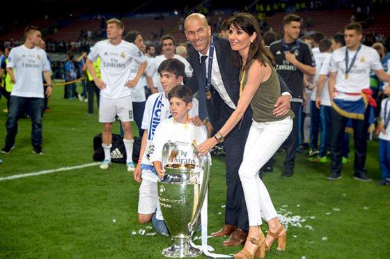 Zinédine Zidane mit den Söhnen Theo und Elyaz sowie Frau Veronique