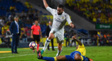 LAS PALMAS, SPAIN - SEPTEMBER 24:  Daniel Carvajal of Real Madrid CF competes for the ball with Vicente Gomez of UD Las Palmas during the La Liga match between UD Las Palmas and Real Madrid CF on September 24, 2016 in Las Palmas, Spain.  (Photo by David Ramos/Getty Images)