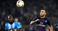 Paris Saint-Germain's Spain's forward Rodriguez Jese (R) eyes the ball next to Olympique de Marseille's French defender Baptiste Aloe during the French L1 football match between Paris Saint-Germain and Olympique of Marseille at the Parc des Princes stadium in Paris on October 23, 2016.  / AFP / FRANCK FIFE        (Photo credit should read FRANCK FIFE/AFP/Getty Images)
