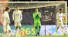 Real Madrid's Costa Rican goalkeeper Keylor Navas (C) shouts to teammates after a goal by Osasuna during the Spanish league football match CA Osasuna vs Real Madrid CF at El Sadar stadium in Pamplona on February 11, 2017. / AFP / ANDER GILLENEA        (Photo credit should read ANDER GILLENEA/AFP/Getty Images)