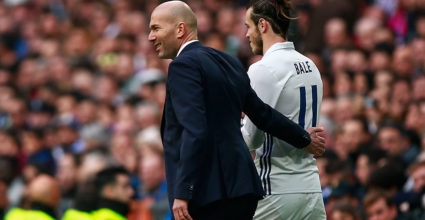MADRID, SPAIN - FEBRUARY 18: head Zinedine Zidane (L) of Real Madrid CF hugs his player Gareth Bale (R) during the La Liga match between Real Madrid CF and RCD Espanyol at Estadio Santiago Bernabeu on February 18, 2017 in Madrid, Spain.  (Photo by Gonzalo Arroyo Moreno/Getty Images)