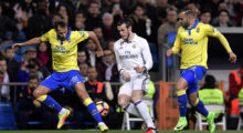 Real Madrid's Welsh forward Gareth Bale (C) vies with Las Palmas' forward Jese (L) and Las Palmas' defender Daniel Castellano during the Spanish league football match Real Madrid CF vs UD Las Palmas at the Santiago Bernabeu stadium in Madrid on March 1, 2017. / AFP PHOTO / JAVIER SORIANO        (Photo credit should read JAVIER SORIANO/AFP/Getty Images)