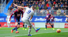 EIBAR, SPAIN - MARCH 04:  Karim Benzema of Real Madrid scores Real's 1st goal during the La Liga match between SD Eibar and Real Madrid CF at Estadio Municipal de Ipurua on March 4, 2017 in Eibar, Spain.  (Photo by Denis Doyle/Getty Images)