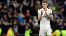Real Madrid's German midfielder Toni Kroos applauds at the end of the UEFA Champions League round of 16 first leg football match Real Madrid CF vs SSC Napoli at the Santiago Bernabeu stadium in Madrid on February 15, 2017. / AFP / JAVIER SORIANO        (Photo credit should read JAVIER SORIANO/AFP/Getty Images)