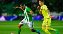 Betis' forward Dani Ceballos (L) controls the ball past Villarreal's midfielder Samuel Castillejo during the Spanish league football match Real Betis vs Villarreal CF at the Benito Villamarin stadium in Sevilla on April 4, 2017. / AFP PHOTO / CRISTINA QUICLER        (Photo credit should read CRISTINA QUICLER/AFP/Getty Images)