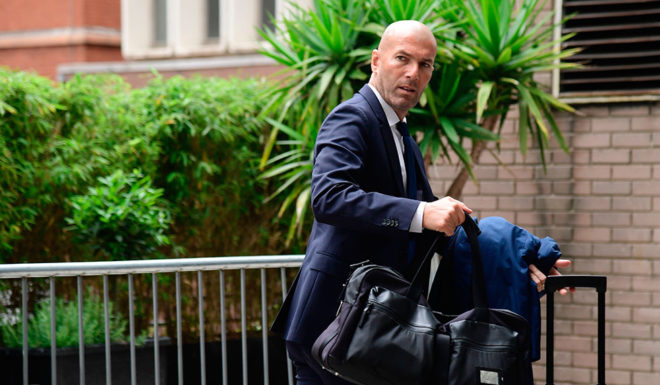 Real Madrid's French manager Zinedine Zidane arrives at the team's hotel in Cardiff, south Wales, on June 2, 2017 ahead of the UEFA Champions League final football match between Juventus and Real Madrid in Cardiff on June 3. / AFP PHOTO / JAVIER SORIANO (Photo credit should read JAVIER SORIANO/AFP/Getty Images)