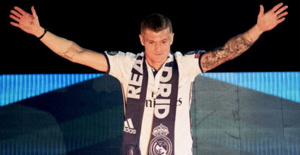 Real Madrid's German midfielder Toni Kroos acknowleges the crowd during a celebration event held at the Santiago Bernabeu stadium after the team won the the UEFA Champions League football match final Juventus vs Real Madrid CF held at the National Stadium of Wales in Cardiff on June 3, 2017. / AFP PHOTO / CURTO DE LA TORRE        (Photo credit should read CURTO DE LA TORRE/AFP/Getty Images)