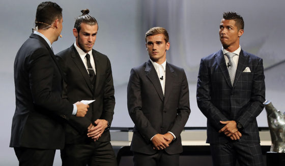 (From 2nd L) Real Madrid's Welsh forward Gareth Bale, Atletico Madrid's French forward Antoine Griezmann and Real Madrid's Portuguese forward Cristiano Ronaldo take part in the awarding ceremony for the Best Men's player in Europe at the end of the UEFA Champions League Group stage draw ceremony, on August 25, 2016 in Monaco. / AFP / Valery HACHE (Photo credit should read VALERY HACHE/AFP/Getty Images)