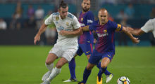 Andres Iniesta (R) of Barcelona vies for the ball with Gareth Bale (L) of Real Madrid during their International Champions Cup football match at Hard Rock Stadium on July 29, 2017 in Miami, Florida. / AFP PHOTO / HECTOR RETAMAL        (Photo credit should read HECTOR RETAMAL/AFP/Getty Images)