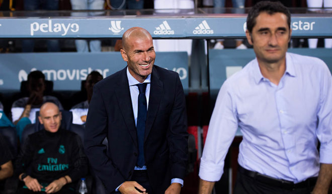 BARCELONA, SPAIN - AUGUST 13: Head coach Zinedine Zidane (L) of Real Madrid CF smiles next to Head coach Ernesto Valverde of FC Barcelona during the Supercopa de Espana Supercopa Final 1st Leg match between FC Barcelona and Real Madrid at Camp Nou on August 13, 2017 in Barcelona, Spain. (Photo by Alex Caparros/Getty Images)
