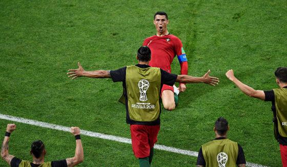 Ellenbogen-Schlag | Nur Gelb für Ronaldo: Iran-Trainer tobt wegen Superstar-Bonus