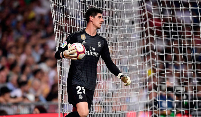 Real Madrid Ranger, Thibaut Courtois, hopes to take the ball during Real Madrid CF and RCD Espanyol at the Santiago Bernabeu stadium in Madrid on September 22, 2018. (Javier Soriano / AFP photo credit) (Credit should read photos JAVIER SORIANO / AFP / Getty Images)