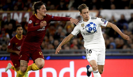 Marcos Llorente (R), Spanish Spaniards of Madrid, the middle of Italy Nicolo Zaniolo during the UEFA League G team AS Rome vs. Real Madrid League on November 27, 2018 at the Olympic stadium of Rome. (Photograph by Filippo MONTEFORTE / AFP) (FILIPPO MONTEFORTE / AFP / Getty Images images should be read by a charity)