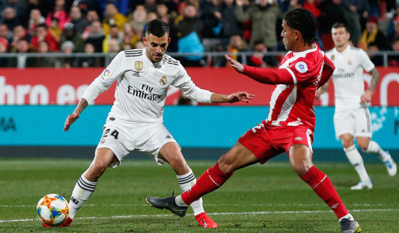 Real Madrid midfielder Daniel Ceballos defies Brazilian midfielder Douglas Luiz during the Copa del Rey (Copa del Rey) second round between Girona FC and Real Madrid CF at the Montilivi stadium in Girona on January 31, 2019 (Credit Photo: PAU BARRENA / AFP)