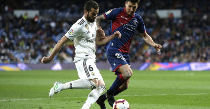 Madrid, Spain - 31 March: Nacho Real Madrid misses Damian Musto Huesca during a match in La Liga between Real Madrid CF and SD Huesca stadium Sant & # 39; Yaga Bernabeu March 31, 2019 in Madrid, Spain. (Photo by Gonzalo Arroyo Moreno / Getty Images)